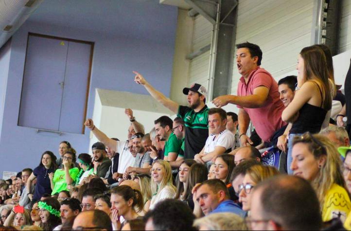 En tribune, les supporters belinétois donnent de la voix. /Crédit photo: Célia Dubois