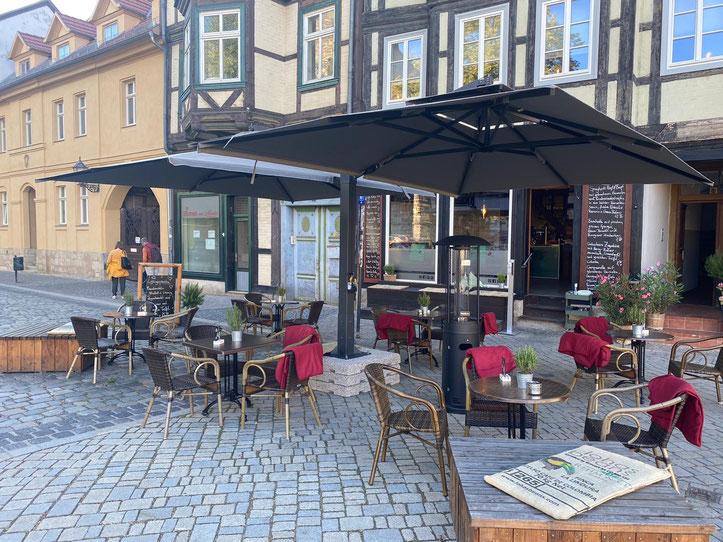 Sonnenschirme & Co massanfertigung Deutschland. Fachwerk Quedlinburg, Allegro Gastroschirm Duo mit Mittelmast 450 x 650 cm