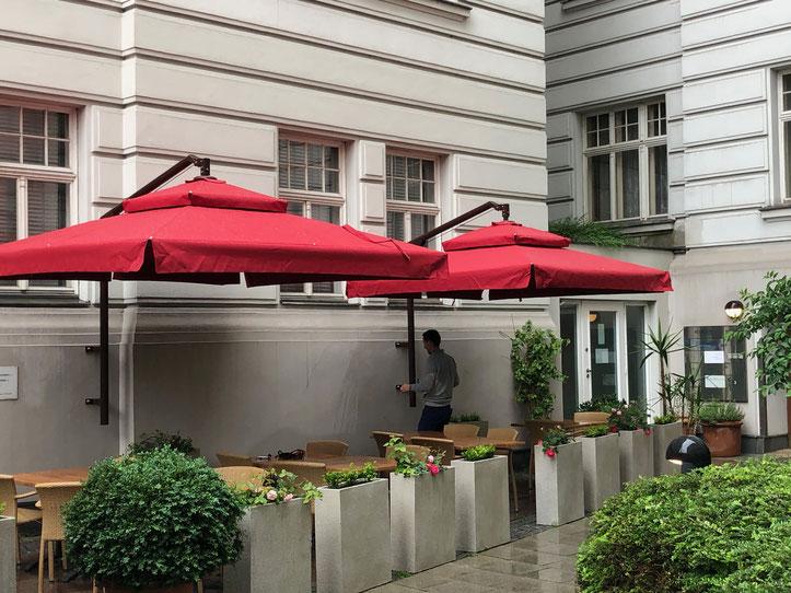 Sonnenschirme & Co - Ampelschirm - Gartenschirm - Massanfertigung - Wandschirm - BLOCK HOUSE Am Naschmarkt