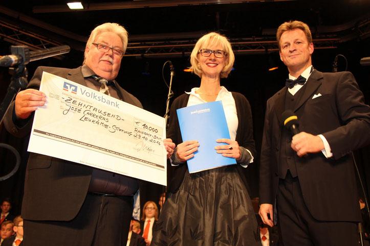 Spendenübergabe an die Carreras-Leukämie-Stiftung von Johannes Kalpers und dem Freundeskreis Johannes Kalpers (Foto HP Metternich)