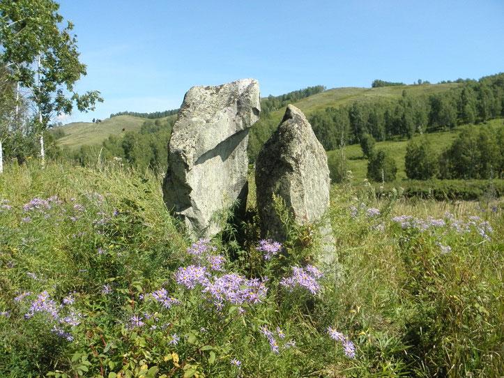 Камни-указатели на земли различных племён. Кайбалы.