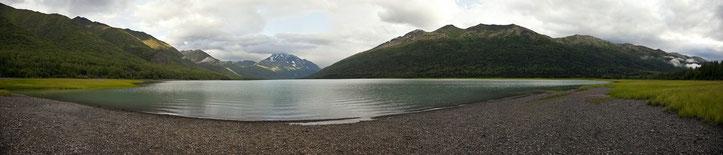 Der rund 11 km lange Eklutna Lake wird vom Eklutna-Gletscher gespeist. Bitte zur Vergrößerung auf das Bild klicken.