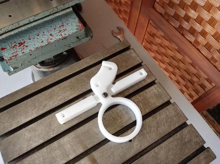 Fixation sur la table du gabarit au rapport x4 pour la fabrication d'un anneau de type I