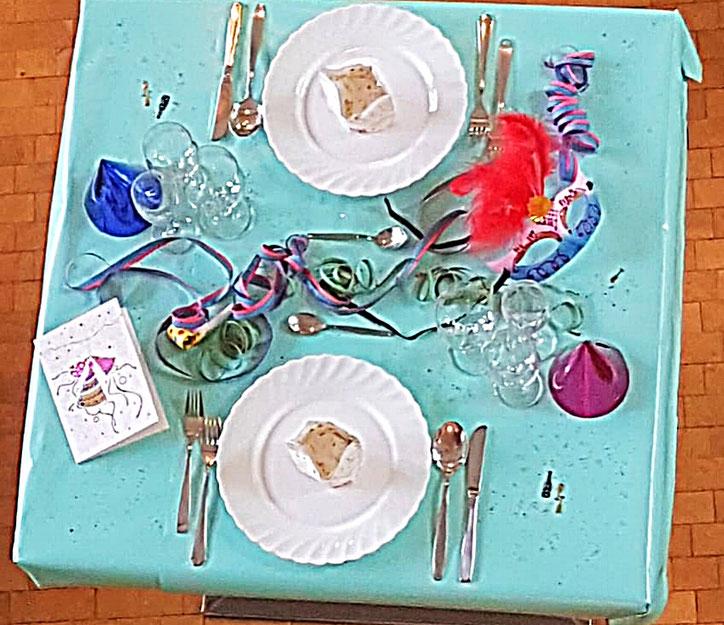 Tischedecke Tischdekoration  Servietten Karneval Konfetti