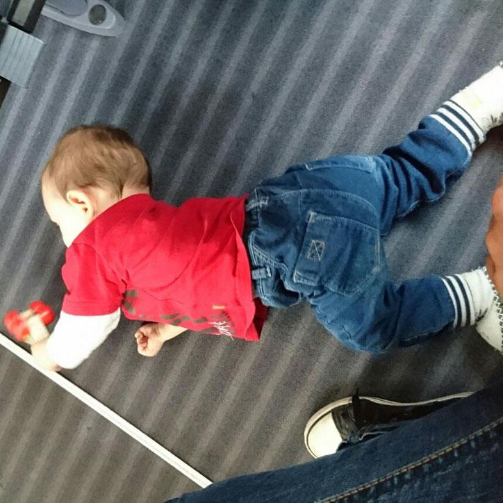 #12von12 #5von12 Baby spielen in der Bahn