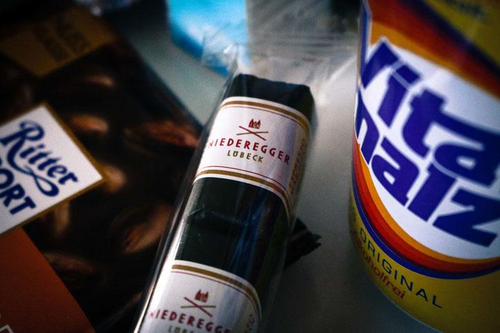 Где: супермаркеты, заправки, музей Риттер Шпорт в Вальденбухе; сколько: от 0,69 до 0,99 €