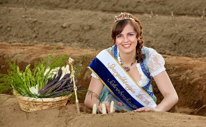 Королева спаржи Мартина II (credits: Spargelerzeugerverband Südbayern e.V.)