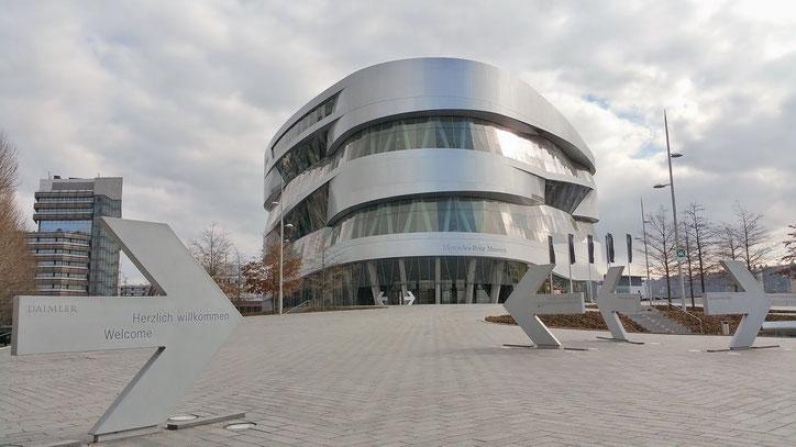 Построенный в 2006 году музей Mercedes-Benz занимает 1 строку в рейтинге достопримечательностей на Tripadvisor
