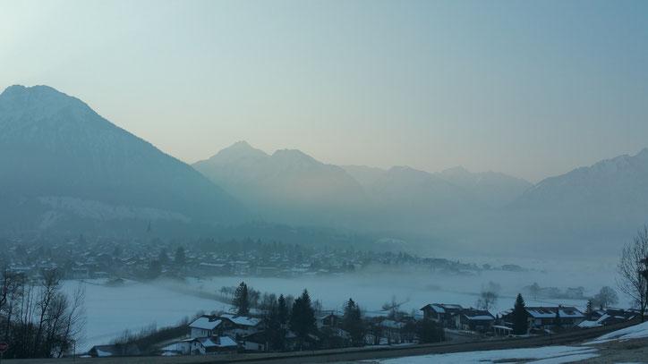 Лучшее, что можно сделать в горах,— это встать с восходом солнца и полюбоваться на туманы в альпийских долинах