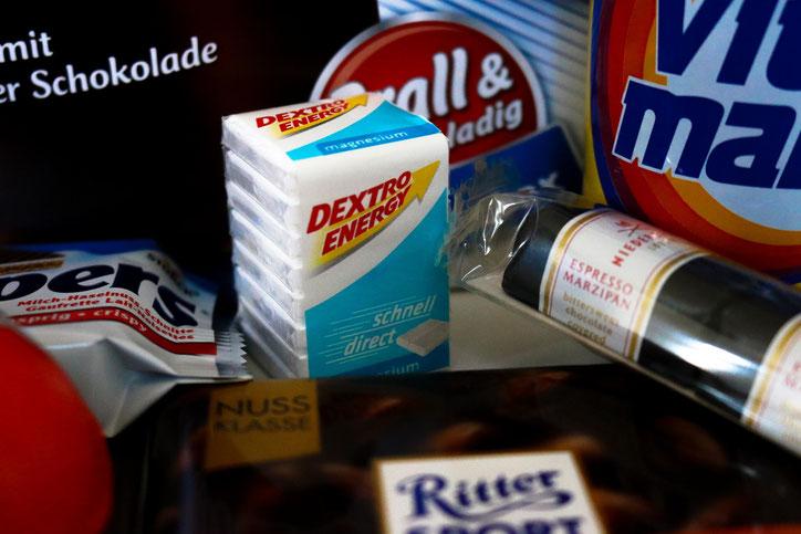 Где: в супермаркетах, дрогериях, аптеках и заправках; сколько: 0,99€ за упаковку