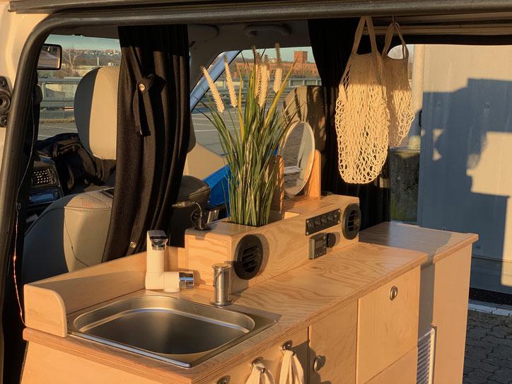 Küchenzeile im Campervan