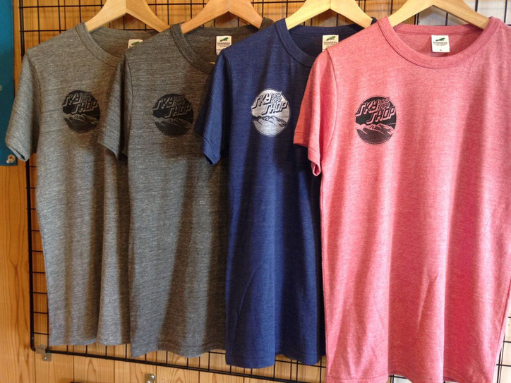 コットン・ポリエステル・レーヨンをブレンドしたポリ混紡トライブレンドTシャツ‼全4色展開。