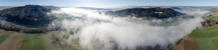 Tiefer Nebel über dem Rhein zwischen Rüdlingen und Eglisau