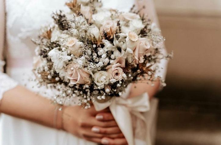 elegant editorial Brides Bouquet Wedding Roses,