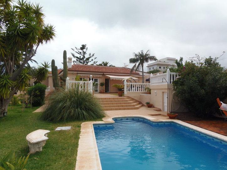 Blick zur Villa