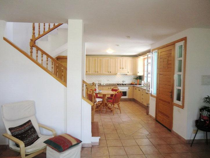 offener Wohn - Essraum und Küche in der unteren Etage vom Ferienhaus auf Teneriffa