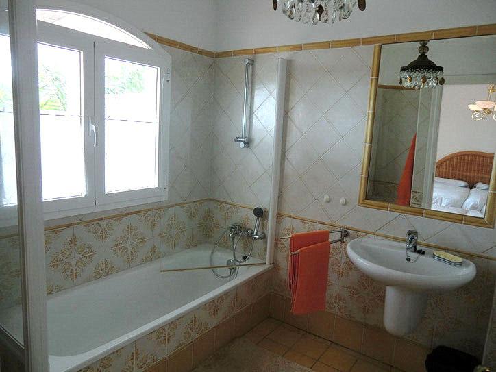Das 3.Bad ist mit Dusche und WC ausgestattet.