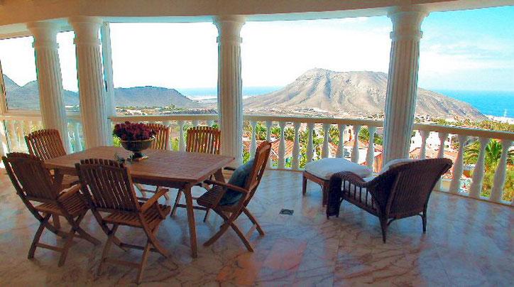 Blick auf die Berge von der überdachten Terrasse vom Penthaus auf Tenerife