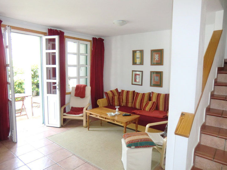 Gemütliches Wohnzimmer im Ferienhaus mit gemütlicher Couchgarnitur