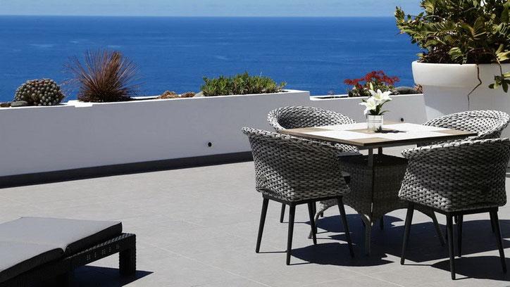 Sonnige Terrasse mit Meerblick und Sonne den gesamten Tag.