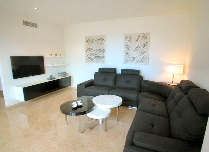 Wohnzimmer mit Fernseher und deutsche Programme.