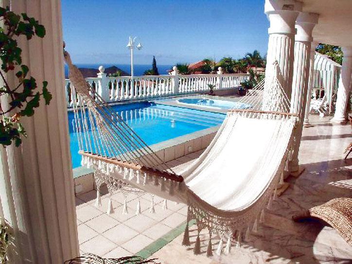Pool mit Hängematte zum relaxen am Penthaus Chayofa auf Tenerife