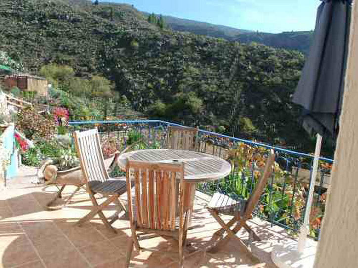 Terrasse mit herrlichem Blick ins Tal vom ferienhaus Azul auf der Fionca Palo Alto in Guia de Isora auf Tenerife