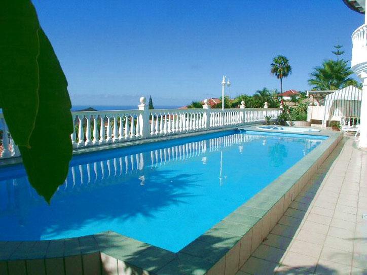 Beheizter Pool und Whirlpool an der grossen Sonnenterrasse vom Penthaus in Chayofa auf Tenerife