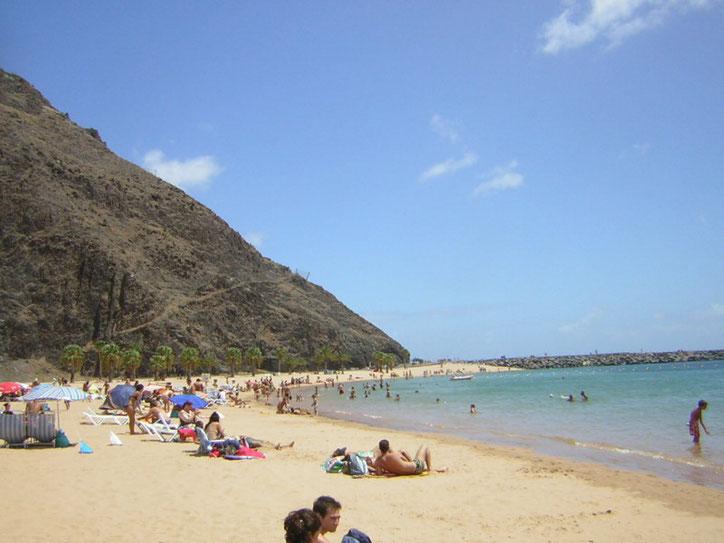 Strand Playa las teresitas auf Teneriffa,der einzige weisse Strand der Insel.