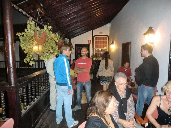 Cocktailbar am Plaza del Charco ist die Raucherzone im gemütlichen Innenhof.