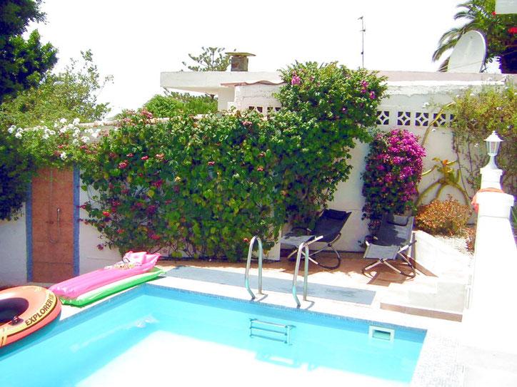 Uneinsichtige Villa mit Möglichkeit für FKK auf einer Wohnfläche von 120qm
