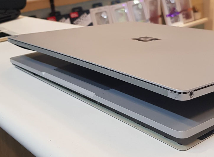 surface bookバッテリー膨張でキーボード裏蓋の浮き