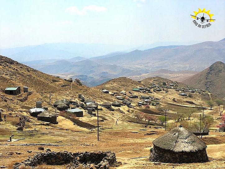 """Das Dorf Molumong in welchen wir waren und die Spenden """"Ein Apfel für Lesotho"""" verteilten."""