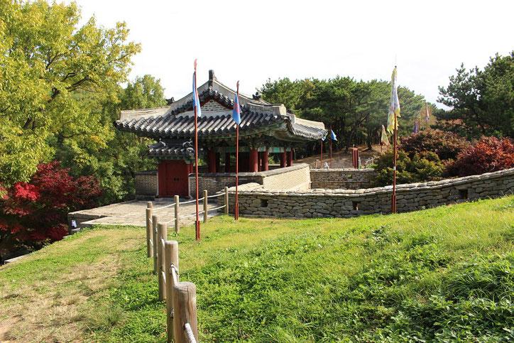 金井山城東門