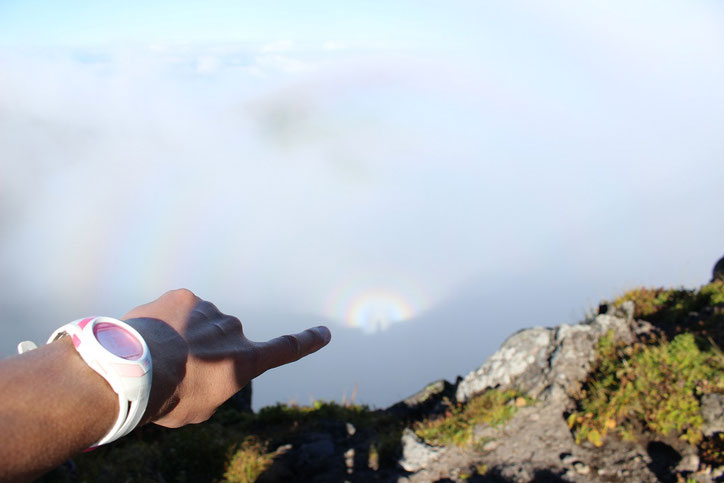 羊蹄山お釜虹