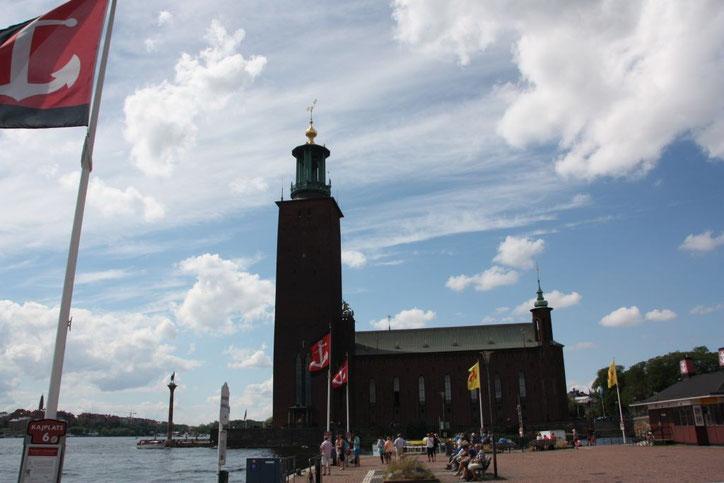 Gleich kommt das Schiff nach Drottningholm