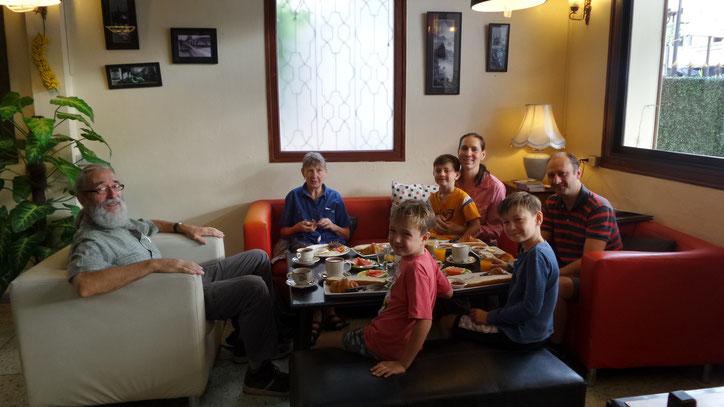 Gemütliches Frühstück in Vientiane