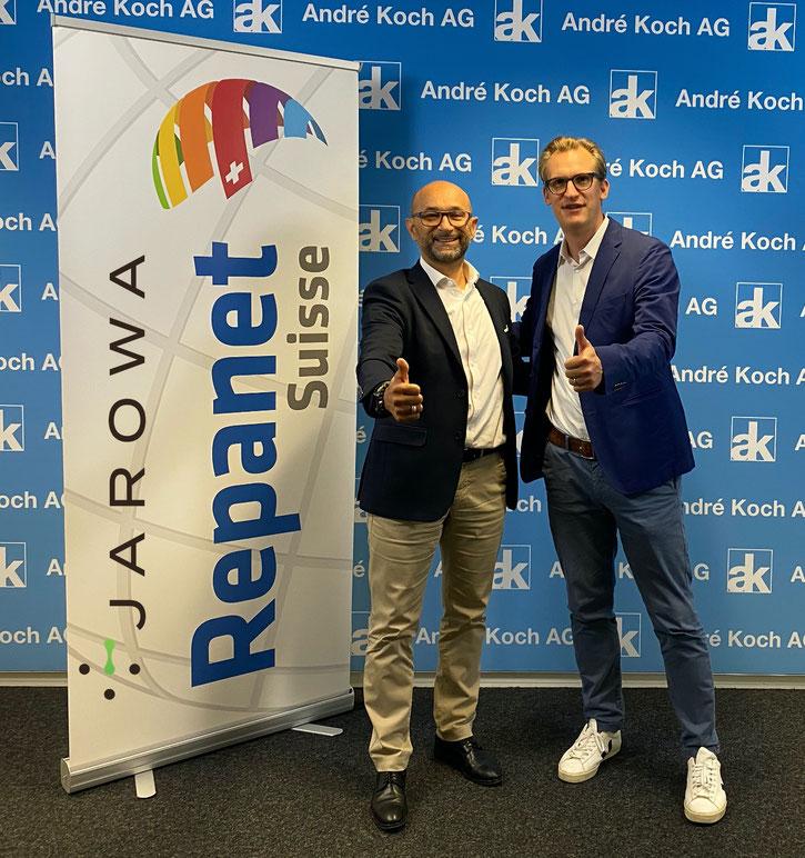 Andreas Akeret (CEO JAROWA AG, à droite) et Enzo Santarsiero (CEO André Koch SA) se réjouissent de la collaboration dans le cadre du partenariat.
