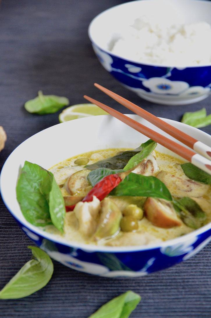 Leckeres grünes Thai Curry, so kocht man in Thailand! Thai Curry geht sehr einfach und ist super lecker!