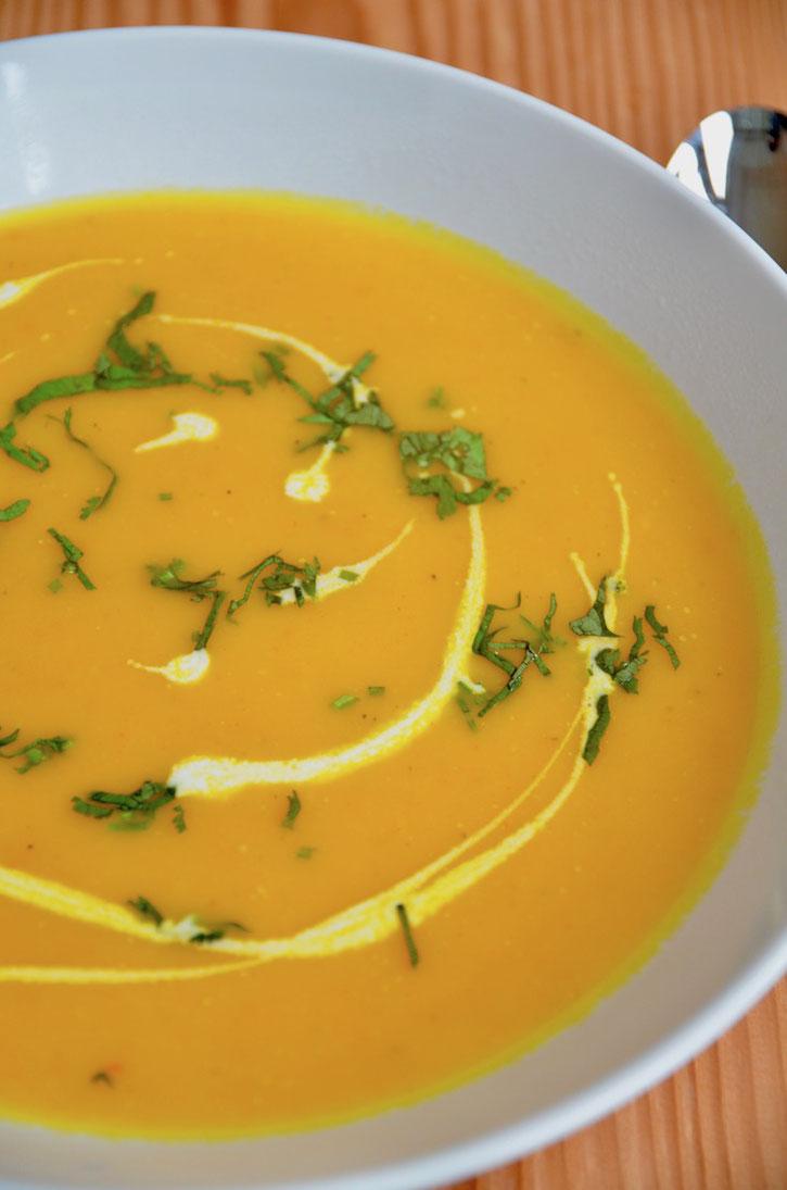 Kürbissuppe mit Ingwer und Kokosmilch, vegan