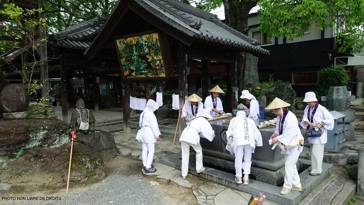 Pèlerins se désaltérant, Ishite-Ji, Matsuyama