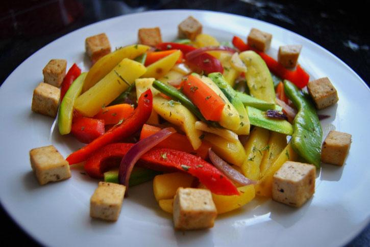 Detox Rezept Hauptgericht: Gemüsepfanne mit Tofu