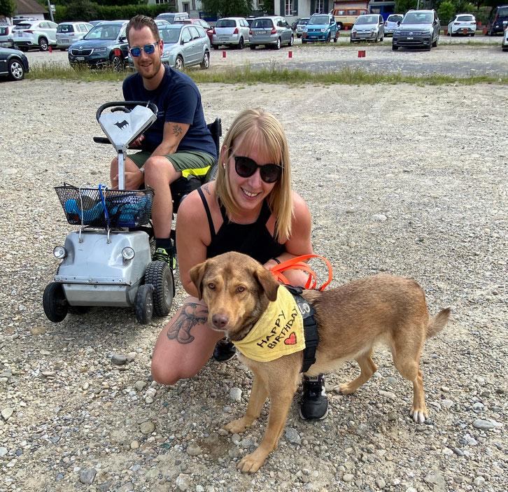 Chiara und Martin Friedli mit Hund Camillo