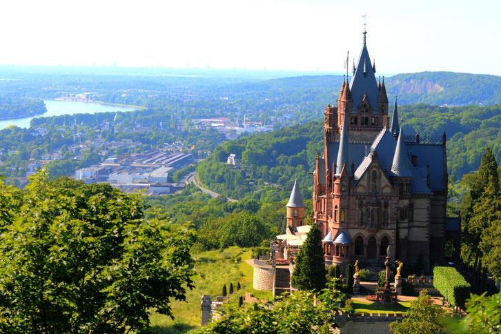 Schloss Drachenburg mit Blick auf Königswinter; Kurtz Detektei Bonn
