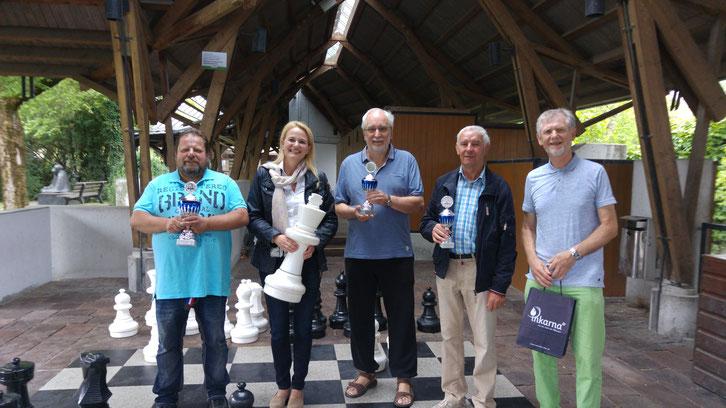 Siegerehrung mit Kurdirektorin Petra Nocker und Turnierleiter Dr. Manfred Fischer