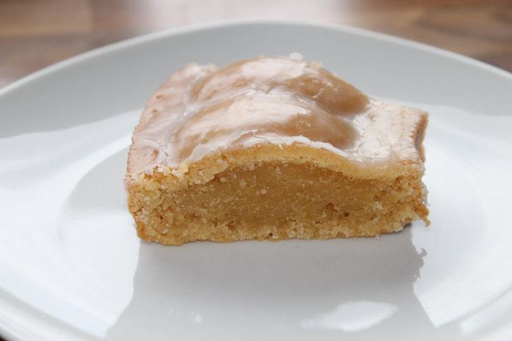 Veganer Zitronenkuchen, Zitronenkuchen, vegan, Zuckerguss, Kuchen, backen, wenig Zucker, weniger Zucker, less Sugar, lemon cake,
