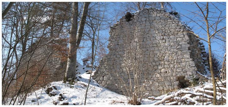Die Burgruine Pfannenstiel heute.