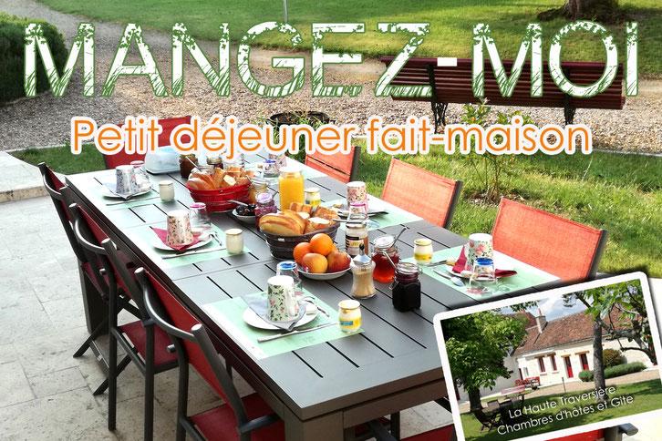 Petit déjeuner en terrasse La Haute Traversière Chambres d'hôtes  proche Chenonceau  Amboise Indre-et-Loire (37)