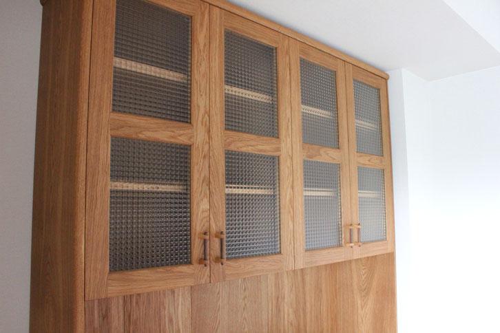 大きなナラ材のカップボード(相模原市・S様邸)上部戸棚