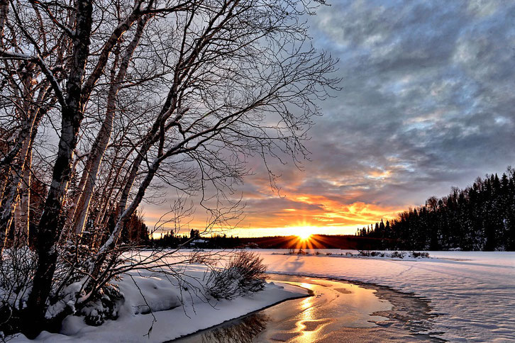 Immagine Inverno con neve e solo che sorge ramonta winter
